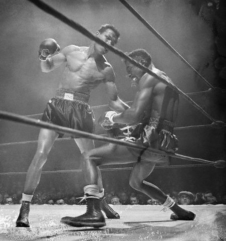 Sugar Ray Robinson opponent against the ropes
