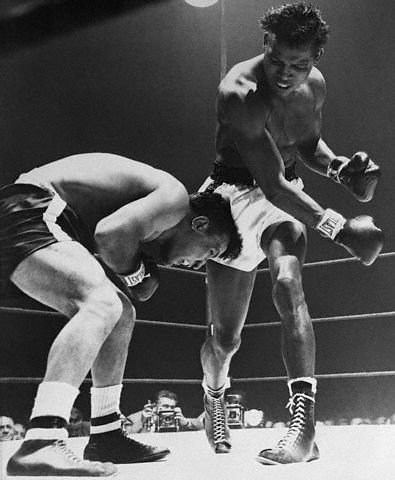 Sugar Ray Robinson belts Jake LaMotta